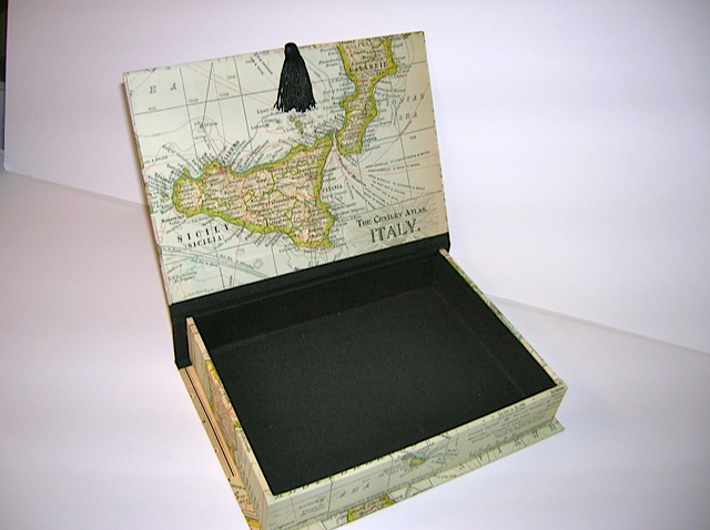 Rectangular Box With Map Of Italy Paper