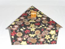 Triangular Box with Blooming Flowers paper